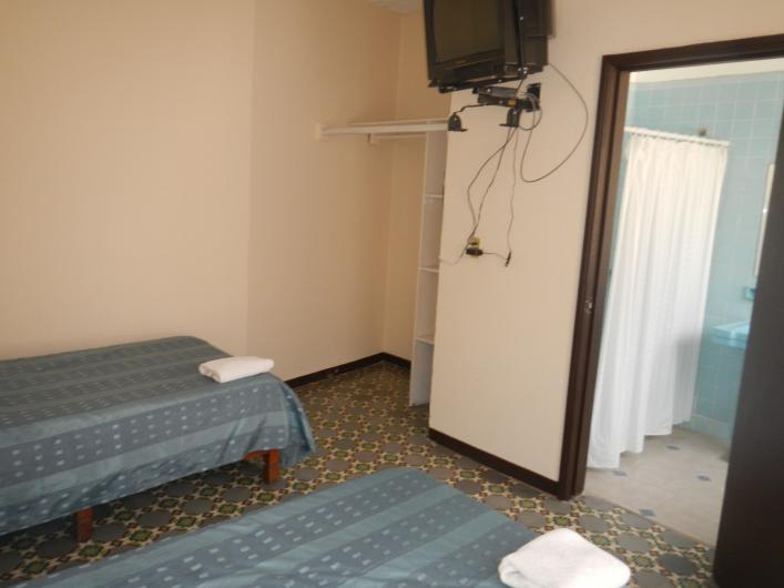Casa de hu spedes renta de cuartos en cuernavaca tel fono for Habitaciones individuales en alquiler