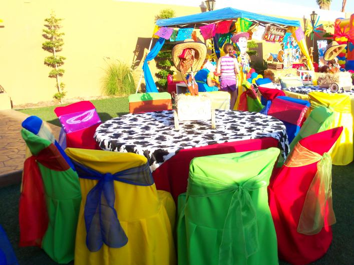Renta de mobiliario y manteleria el pollo mesas y sillas - Manteles de cumpleanos infantiles ...