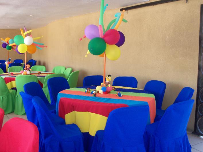 Renta de mobiliario y manteleria el pollo mesas y sillas - Imagenes de mesas con manteles ...