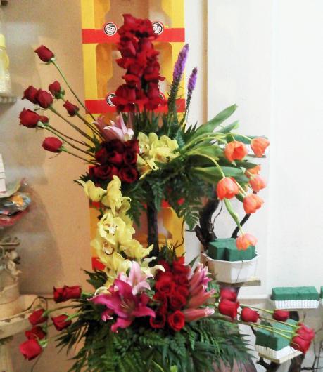 Gustavo de la cruz arreglos florales decoraciones en - Decoracion flores artificiales ...