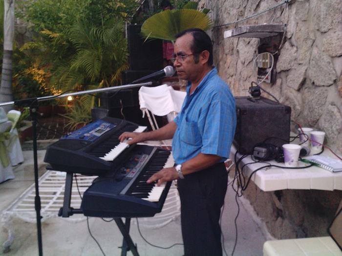 - 199449469-1-enrique-villena-y-sus-teclados-grupos-musicales