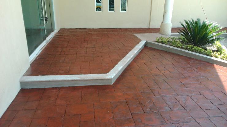 Dis com dise o y construcci n mantenimiento en general for Pisos para cocheras y patios