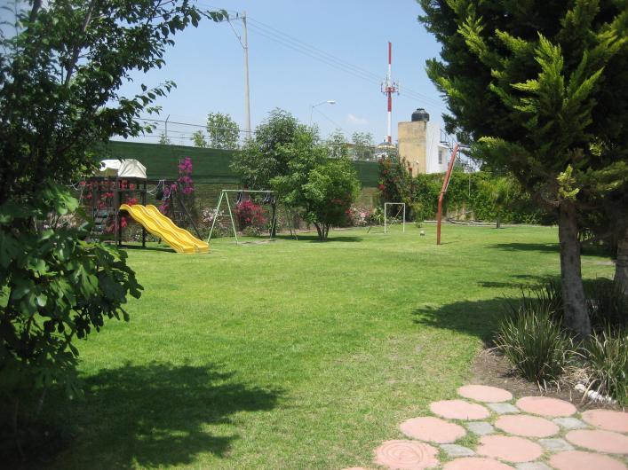 Jardin de fiestas los fresnos salon con pista de baile y area de juegos en puebla tel fono y for Juegos de jardin para nios puebla