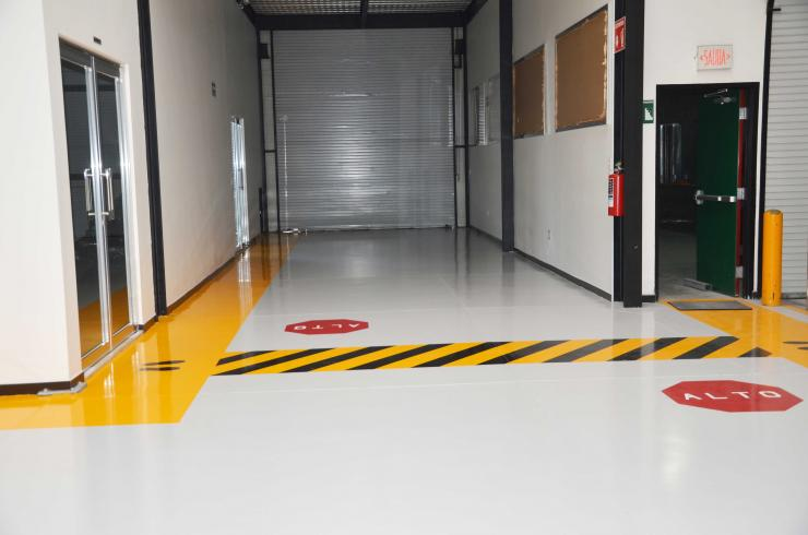 Mantenimiento en pisos industriales con pintura y - Pintura para mosaicos piso ...