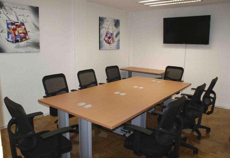 Inmobiliaria aisa oficinas amuebladas con escritorio y for Telefono de oficinas