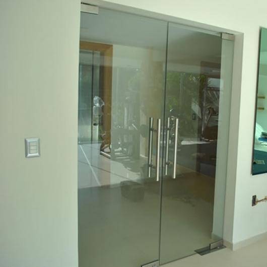 Vidrio y aluminio residencial canceles para ba o en puebla for Puertas interiores de aluminio y cristal