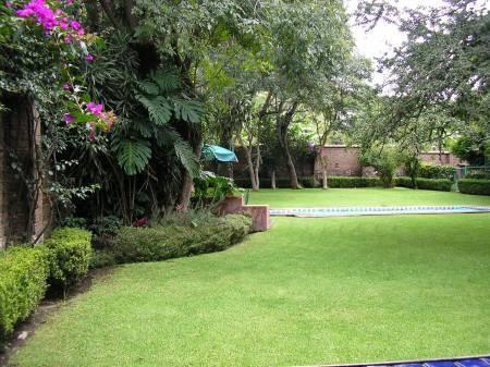 Casa tres patios en malinalco tel fono y m s info for Patios y jardines de casas