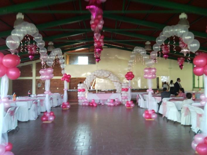Adornos con globos affordable decoracion con globos with for Decoracion de globos para fiestas infantiles paso a paso