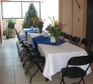 Alquiladora de sillas y mesas jc en canc n tel fono y m s for Sillas para empresas