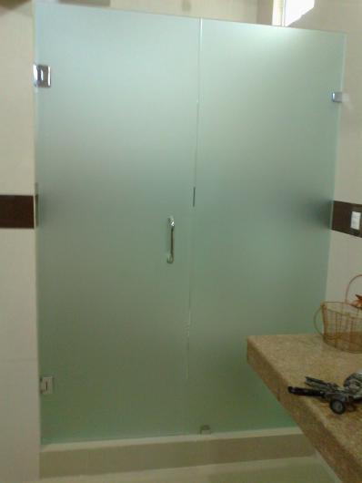Aluminio y vidrio jvl glass solutions en santa catarina for Canceles de bano templados