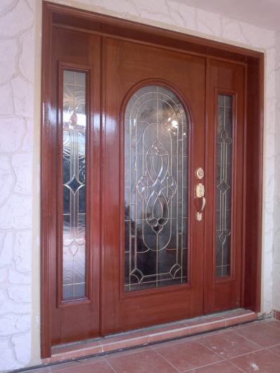 установка входных дверей в москве с напылением