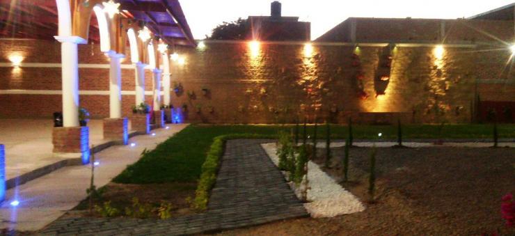Barda jardin salon de fiestas los cantaros en irapuato for Jardines pequenos para eventos df